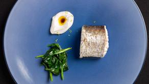 Merluza al vapor, pil-pil de lima limón y espinacas guisadas, uno de los mejores platos de España by