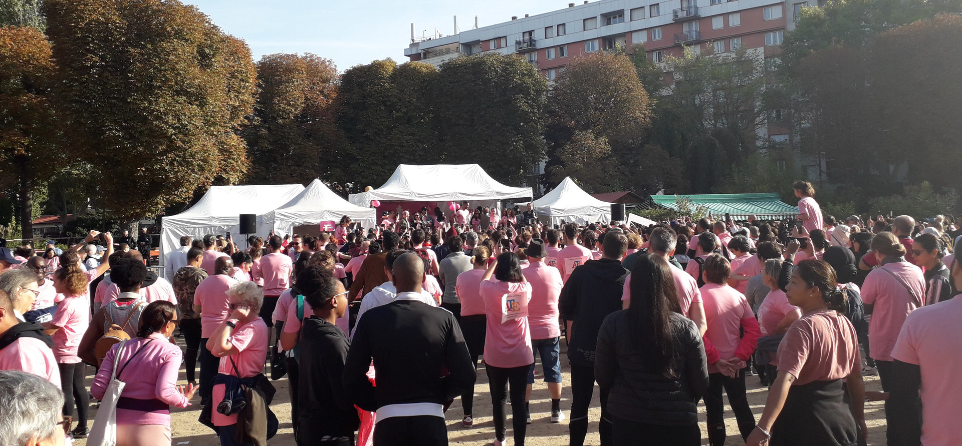 Course et marche solidaire La Clichoise qui a lieu chaque année (depuis 5 ans) à Clichy au parc Roger Salengro à l'occasion d'Octobre Rose lors de laquelle le CRCDC-IDF site 92 tient un stand d'information.  En 2019, plus de 2000 participants et 11 500 € de dons ont été récoltés en faveur de la Ligue contre le cancer des Hauts-de-Seine