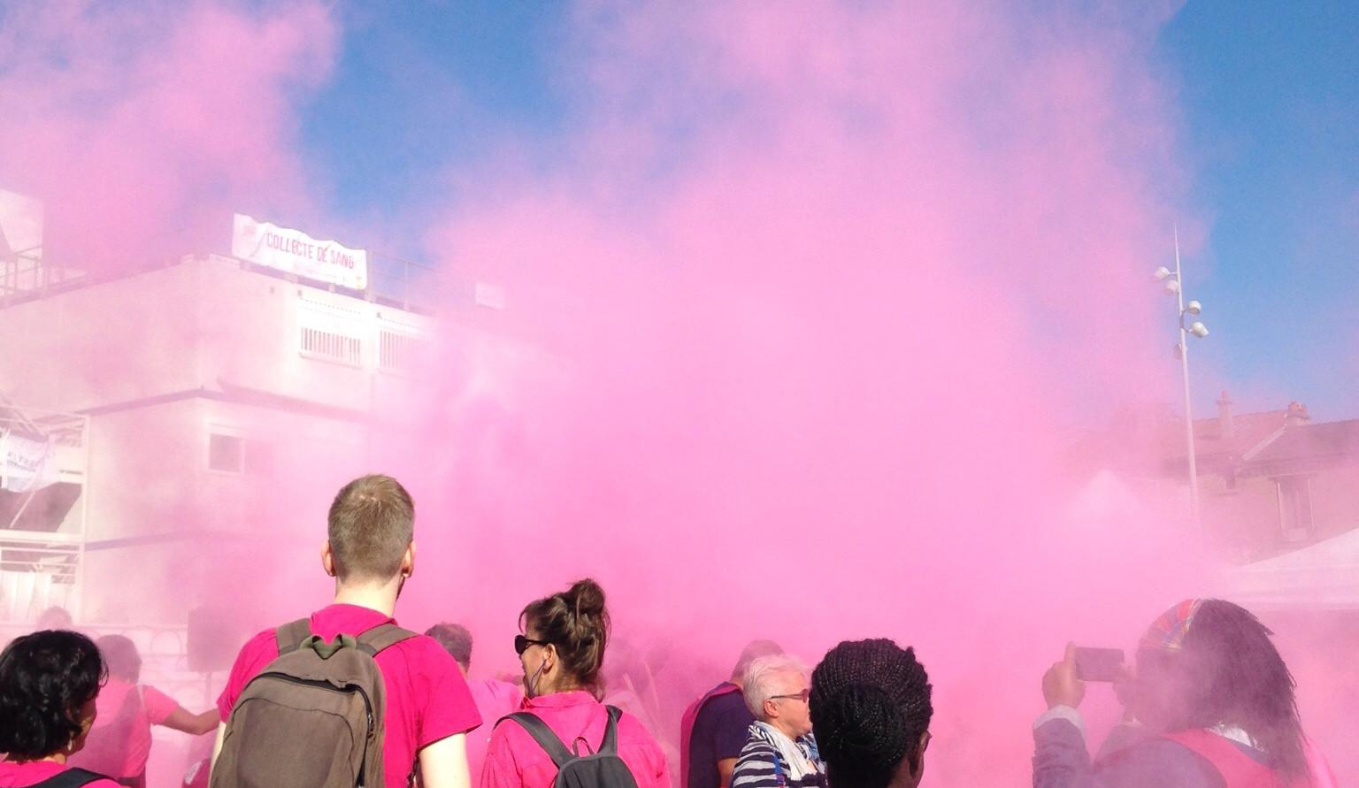 Course octobre rose à Bagnolet avec color party
