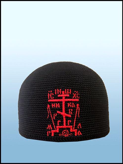 Вязаная шапочка с вышивкой