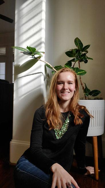 Headshot of Nikki Nandrasy, graphic designer