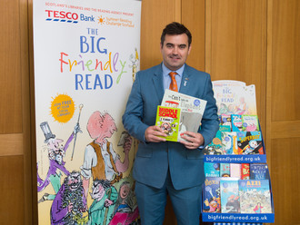Gavin Newlands MP supports Renfrewshire campaign for every child to join local library and share a l