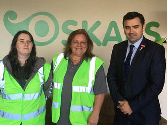 Gavin Newlands MP praises Oskars for helping young people find work
