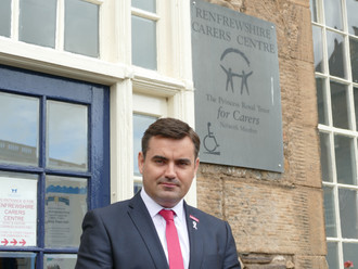Gavin Newlands MP backs support for carers ahead of Carers Week