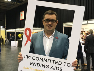 Gavin Newlands MP pledges his support to ending HIV and AIDS