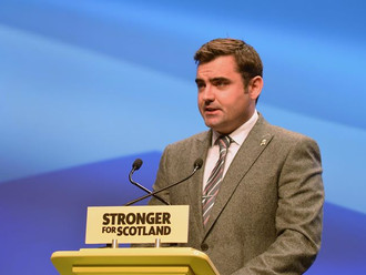 Gavin calls on Labour leader to retract bogus claims