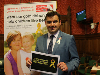 Gavin Newlands MP supports Glow Gold Campaign to raise awareness of childhood cancer