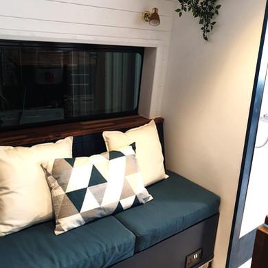 George's Aventurer sofa