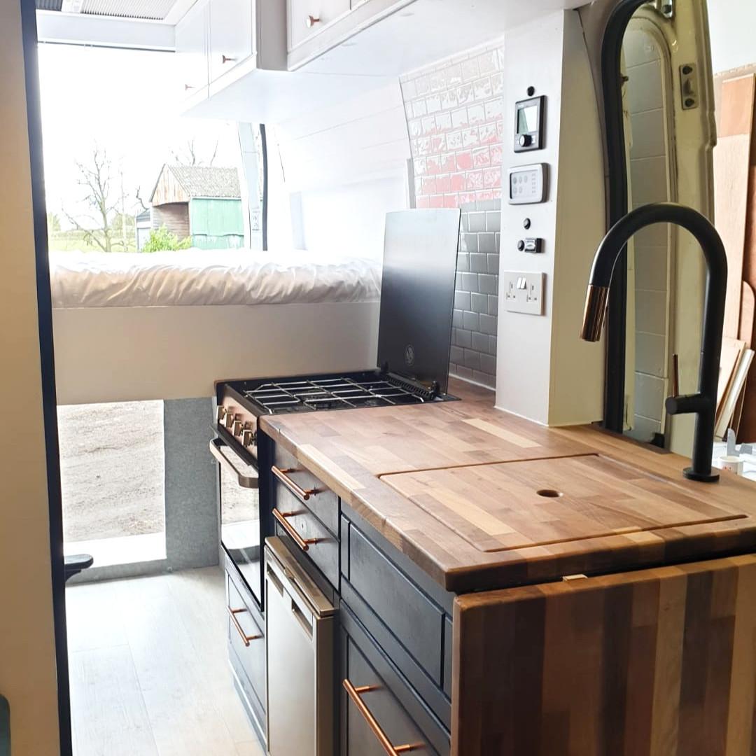 George's Adventurer - kitchen