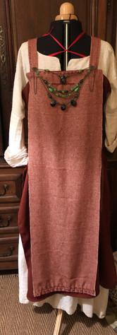 tablier rouge en deux parties (lin et laine)