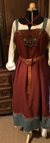 Tablier Rouge à bordures vertes (lin et laine)