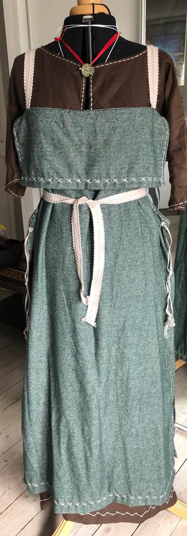 Tablier vert en laine avec laçages