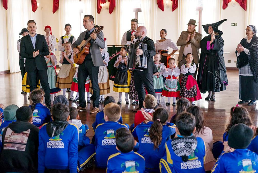 Visitação escolar realizada no dia 06 de junho, data de pré-estreia da 1ª Festa da Itália