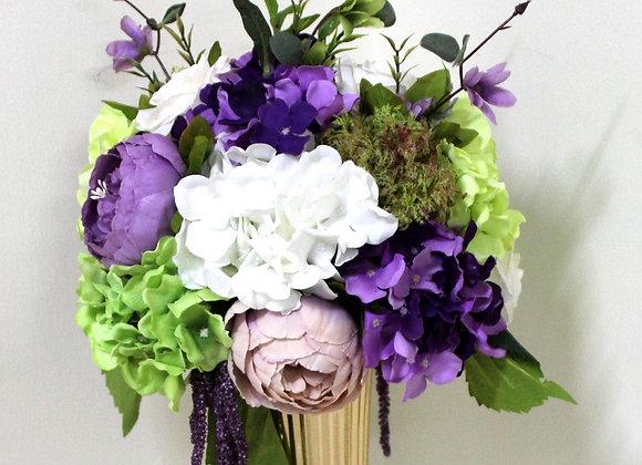 שזירת פרחים באגרטל מוזהב עם כדור פנינה