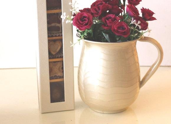 נטלה עם פרחים ו5 פרליני שוקולד