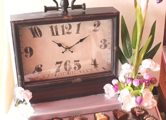שעון פרחים ושוקולד