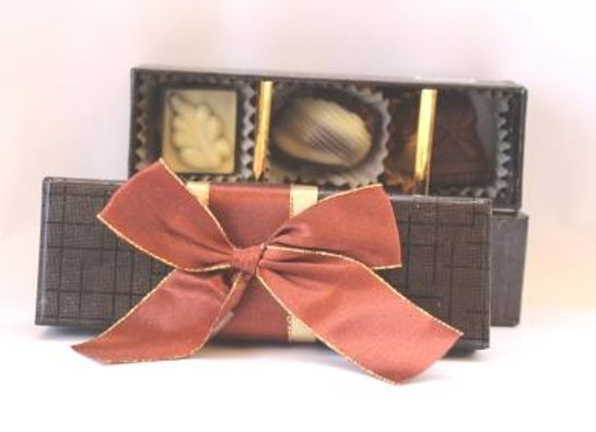שלושה פרליני שוקולד