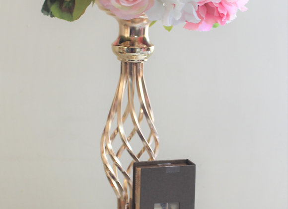 אגרטל מוזהב, סידור פרחים ושוקולד