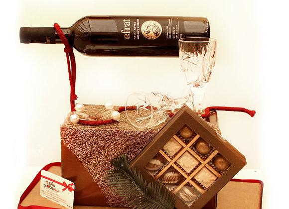 פרלינים יין במעמד וכוסות ליין
