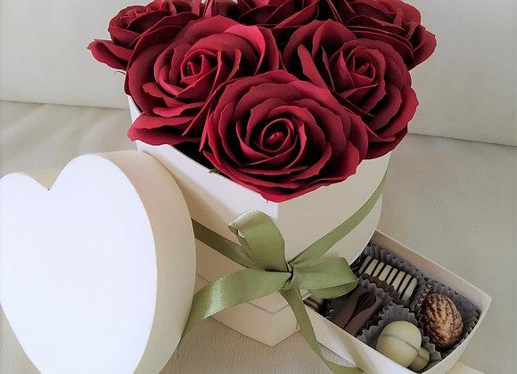 פרחי סבון בקופסה עם פרליני שוקולד