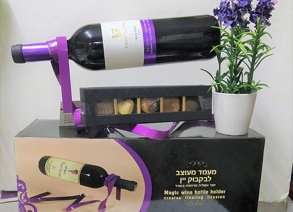 מעמד ליין עם יין ופרלינים