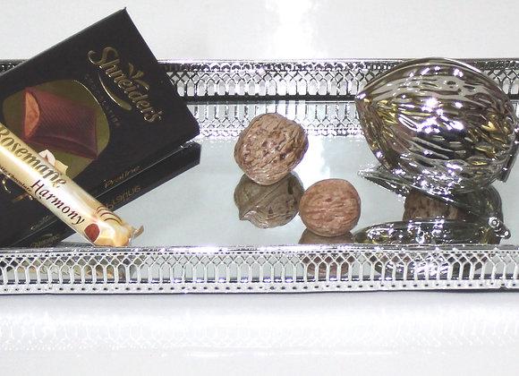 מגש מראה, מפצח אגוזים ושוקולד