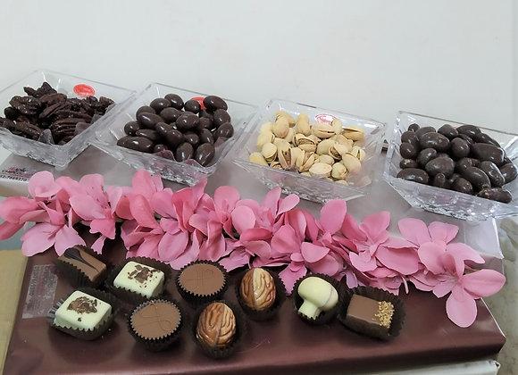 שוקולדים ופיצוחים בכלי קריסטל
