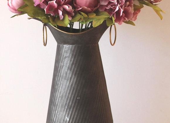 אגרטל מתכת אפור עם פרחי משי