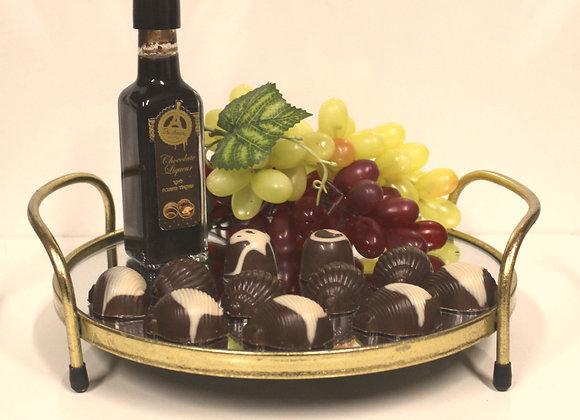 משלוח מנות במגש ליקר ושוקולד
