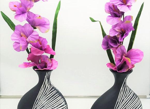 אגרטל ופרח יפיפה עם פרליני שוקולד