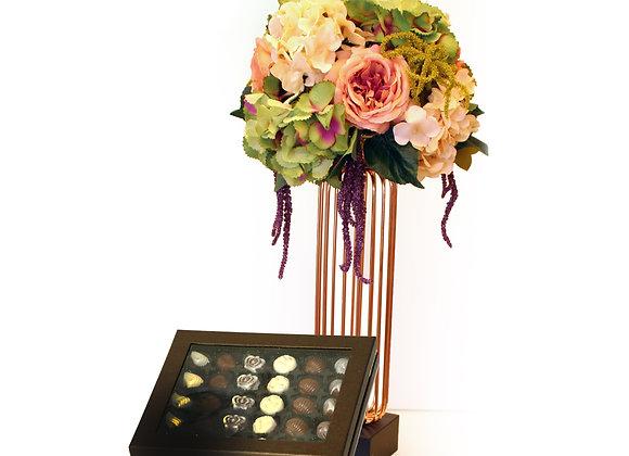 שזירת פרחים במעמד מהודר מוזהב