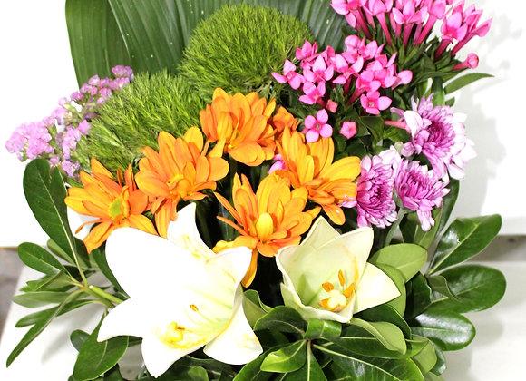 סידור פרחים מלא חיות