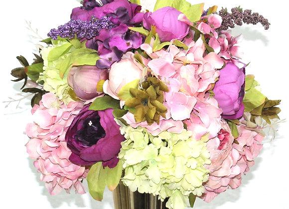 אגרטל מוזהב וסידור פרחים