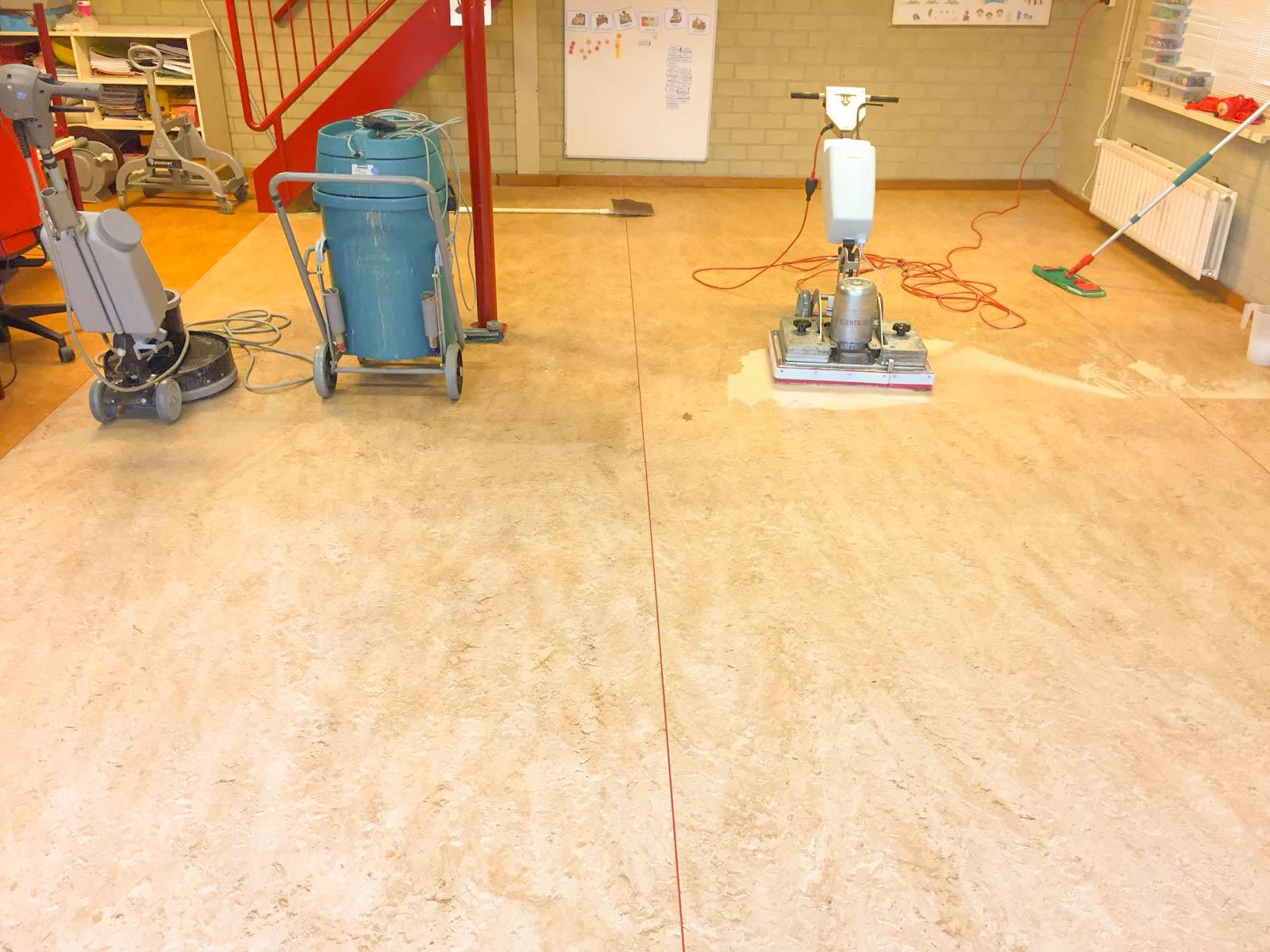 Linoleum Vloer Onderhoud : Linoleum weer in uitstekende conditie vloeronderhoud duofort