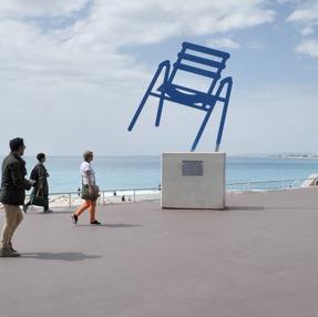 Der blaue Stuhl