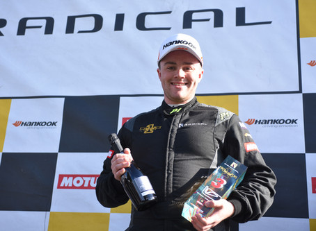 Brighton's Will Hunt bags podium with fighting performance in Radical SR1 Cup finale at Snetterton