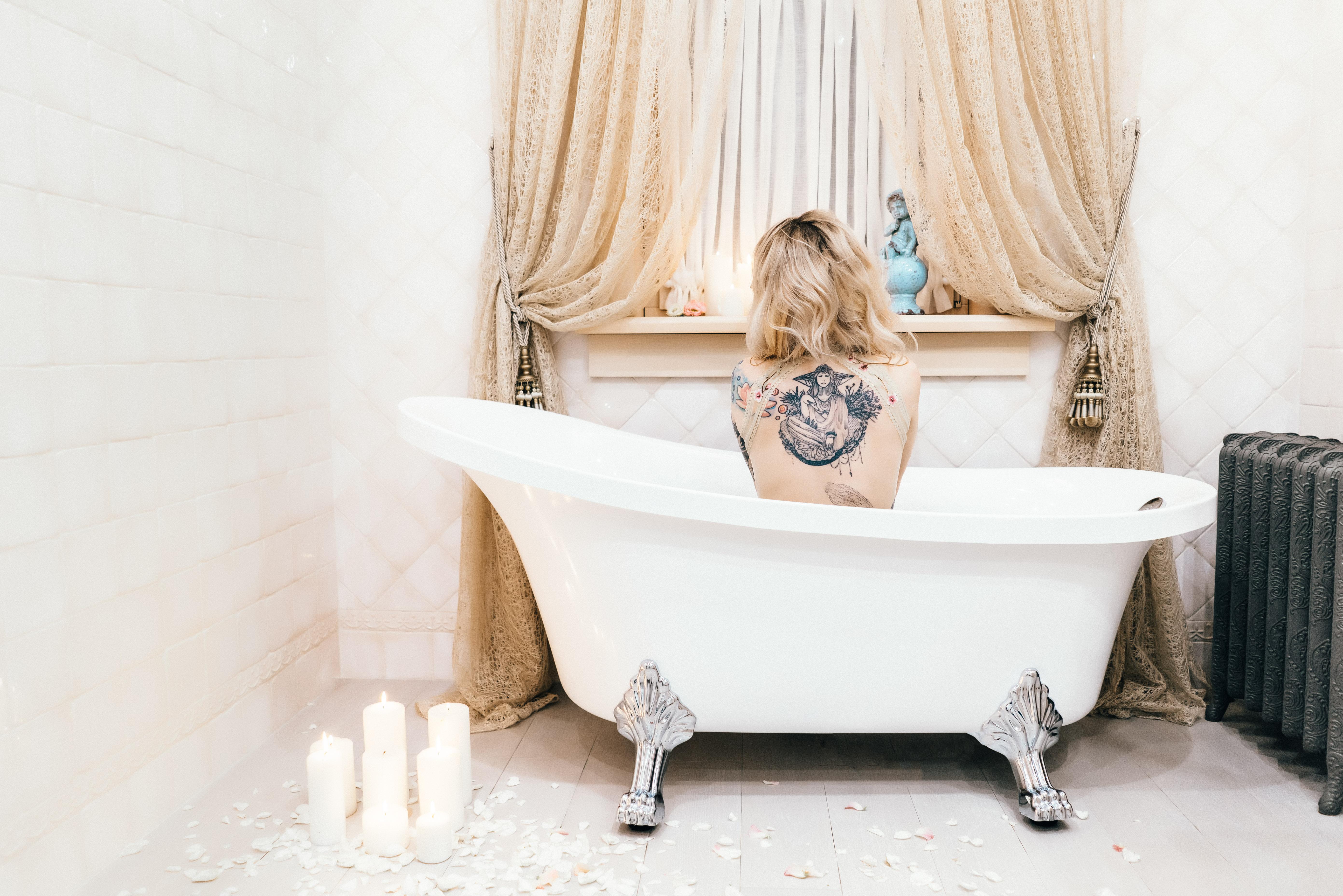 Будуарная фотосессия в ванной