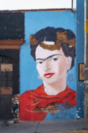 Портрет Фриды Кало на улице Мексики