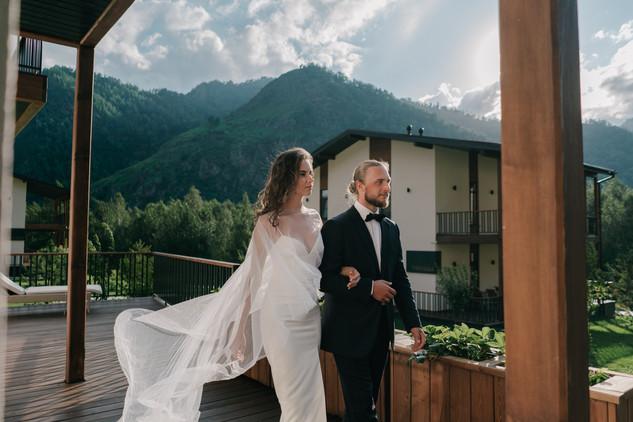Камерная свадьба для двоих в отеле Klerer Resort в Горном Алтае