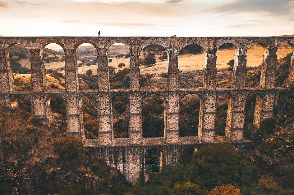 Мост Arcos del Sitio на закате