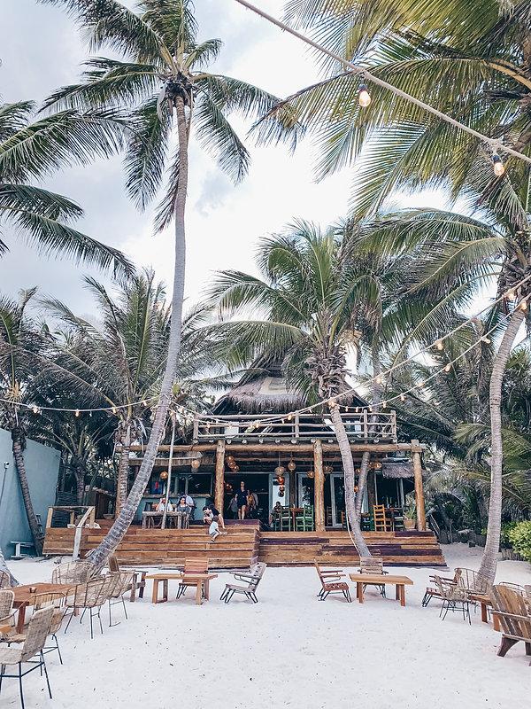 Кафе на берегу Карибского моря