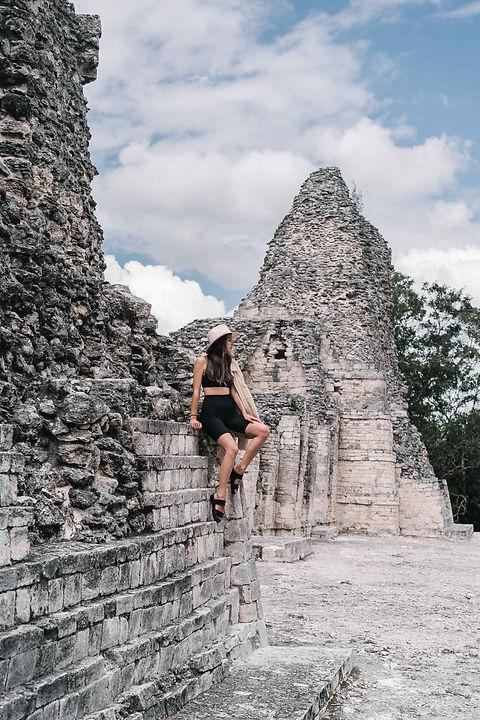 Развалины пирамиды майя в Мексике
