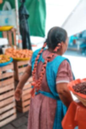 Жители на рынке Мексики