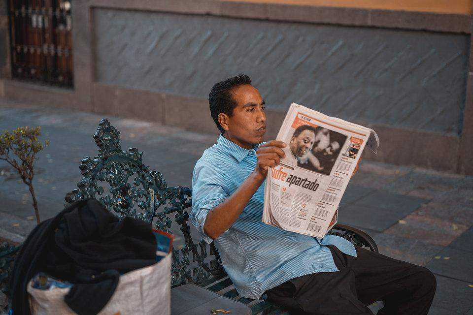 Мексиканец с газетой