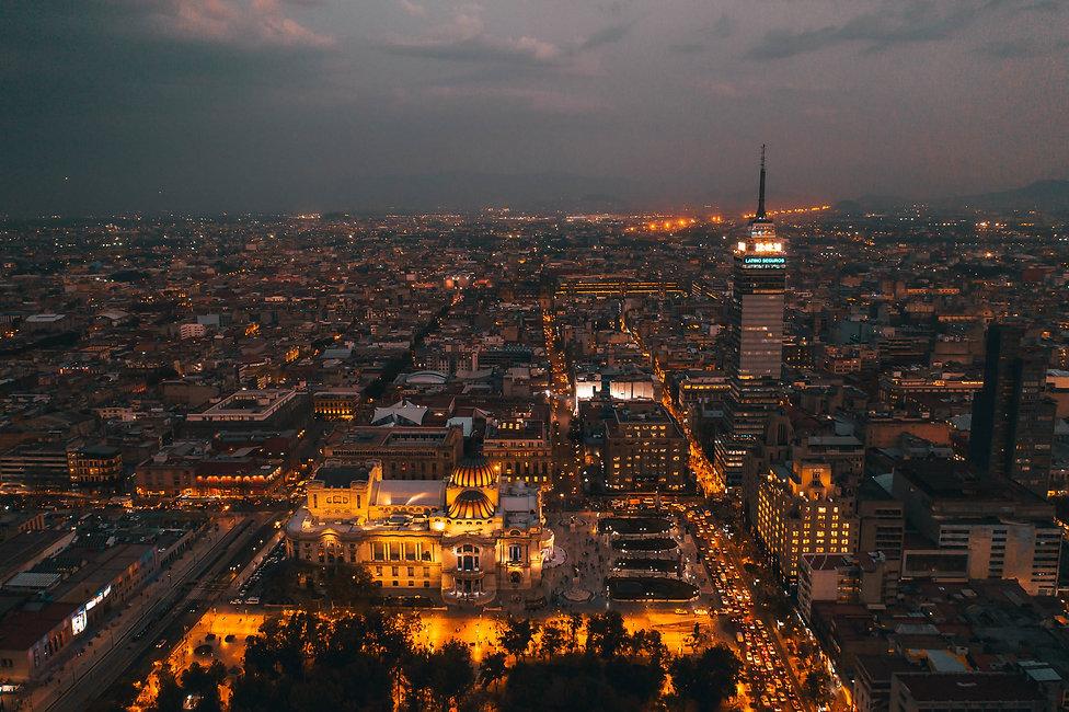 Вид с высоты на вечерний Мехико