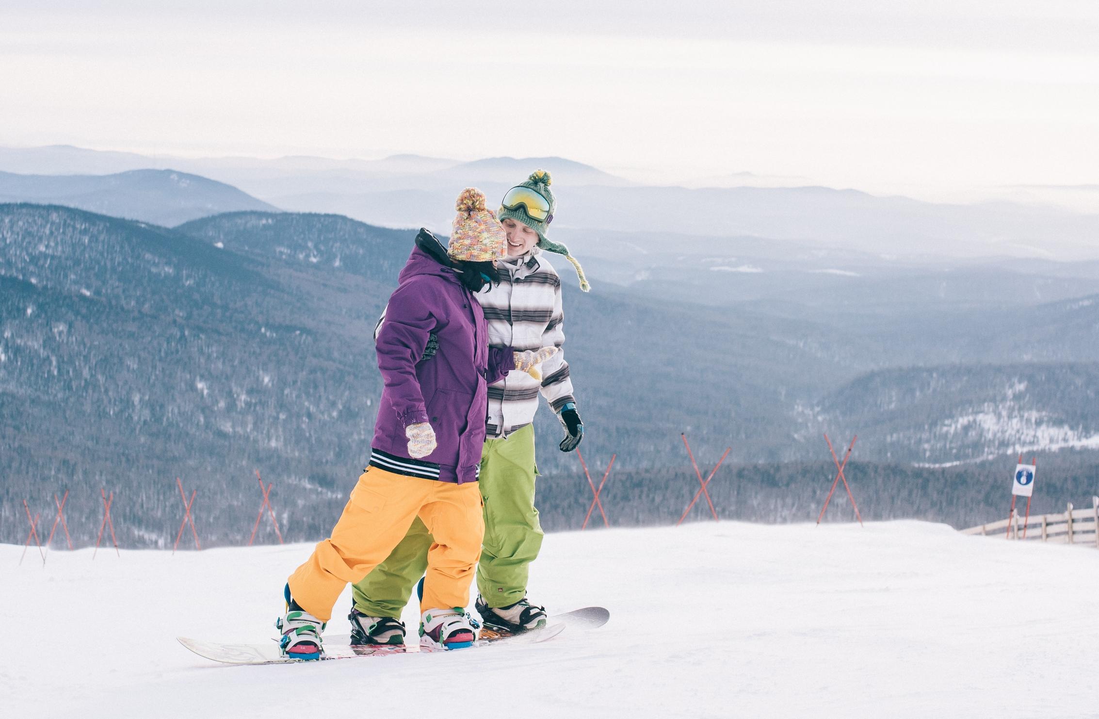 Фотосессия влюблённых со сноубордами