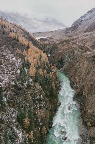 Зимний заснеженный Алтай. Мажойский каскад