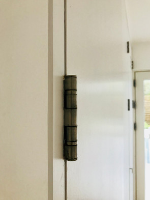 Jutty-outee door hinges!