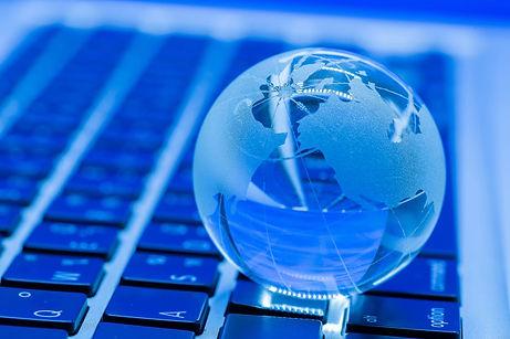 business-concept-glass-world-laptop_1150