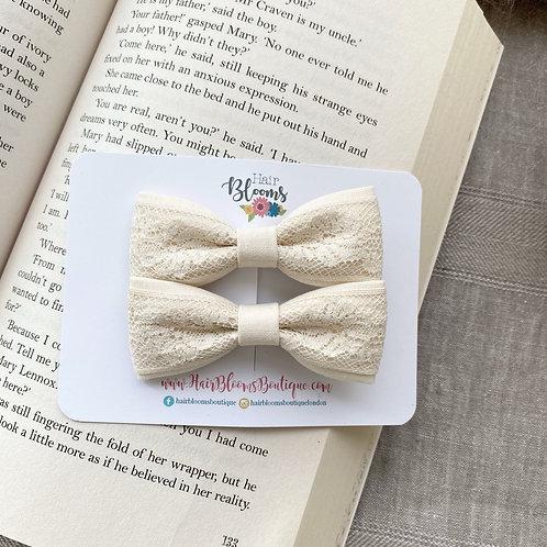 Cream Lace Skinny Bows